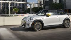 Mini Full Electric: vista laterale