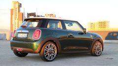 Mini hatchback 2018: il restyling porta l'Union Jack nelle luci di coda