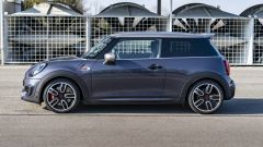 Mini John Cooper Works con GP Pack: vista laterale