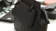 MINI: una linea di borse con gli scarti della Roadster - Immagine: 9