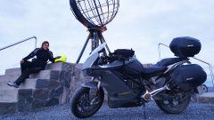 Miriam Orlandi con la sua Zero Motorcycles SR/S a Caponord
