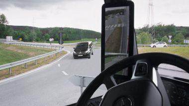 MirrorCam Mercedes, visibilità e altri vantaggi