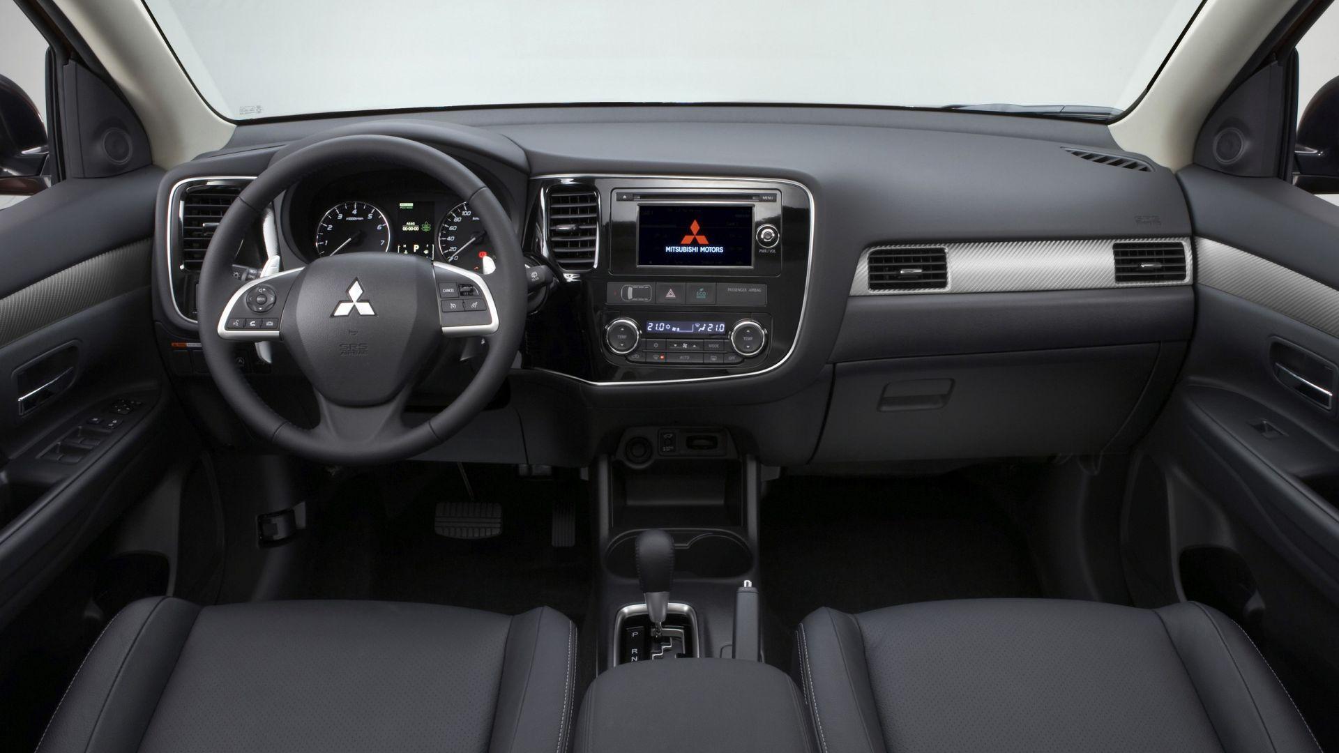 Immagine 2: Mitsubishi Outlander 2013