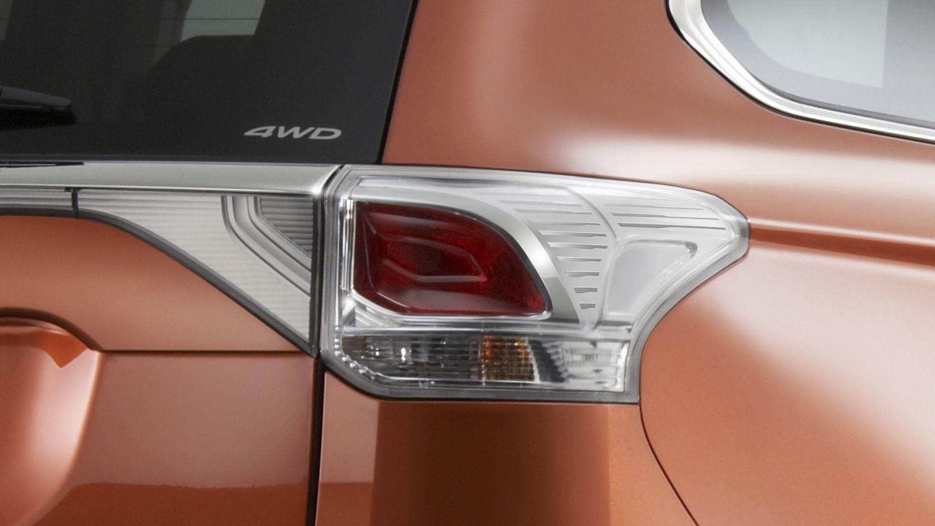 Immagine 21: Mitsubishi Outlander 2013