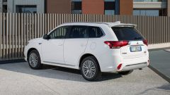 Mitsubishi Outlander PHEV: i vantaggi dell'elettrico senza l'ansia da ricarica - Immagine: 4