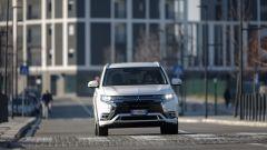 Mitsubishi Outlander PHEV: i vantaggi dell'elettrico senza l'ansia da ricarica - Immagine: 19