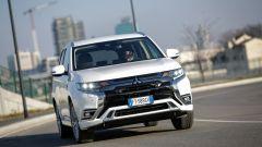 Mitsubishi Outlander PHEV: i vantaggi dell'elettrico senza l'ansia da ricarica - Immagine: 1