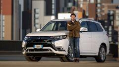 Mitsubishi Outlander PHEV: i vantaggi dell'elettrico senza l'ansia da ricarica - Immagine: 2