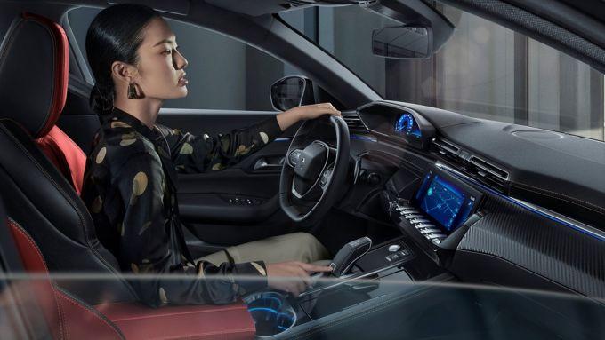 Mobilità e Covid: hanno scelto l'auto più donne che uomini