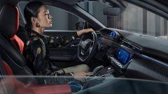 Mobilità e Covid: le donne più di tutti hanno scelto l'auto