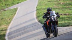 Molto particolare la luce anteriore a led con funzione cornering della KTM 1290 Super Adventure-S
