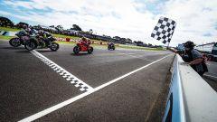 Mondiale SBK 2020, Phillip Island (Australia): l'arrivo di Gara 1 con Razgatlioglu, Lowes e Redding