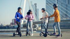 Monopattini elettrici: non una vera alternativa all'auto, quanto ai mezzi pubblici e agli spostamenti a piedi