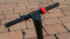 Monopattino elettrico Vivobike S3, il manubrio