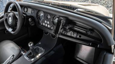 Morgan Plus Four CX-T, la plancia: si noti il cambio manuale a 6 marce