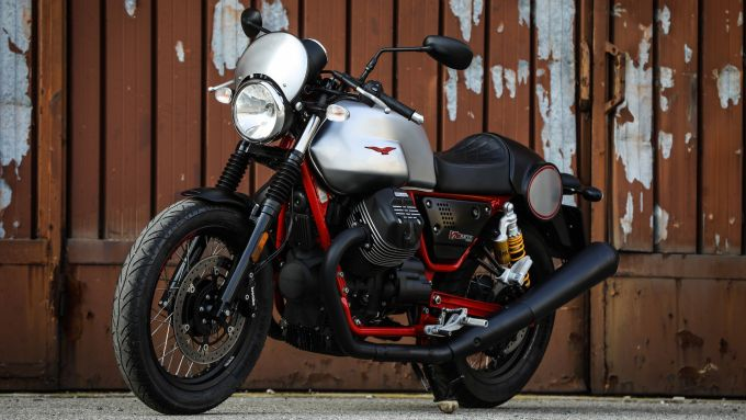 Most surprising bike: Moto Guzzi V7 III Racer, vista 3/4 anteriore