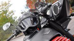 Moto Guzzi MGX-21, casco Caberg Ghost