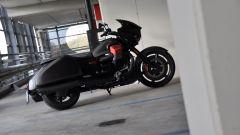 Moto Guzzi MGX-21, statica laterale