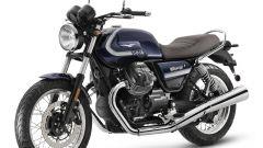 Nuova Moto Guzzi V7 2021: cilindrata aumentata e più tecnologia. Le foto - Immagine: 4
