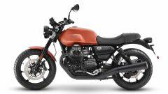Nuova Moto Guzzi V7 2021: cilindrata aumentata e più tecnologia. Le foto - Immagine: 14