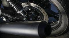 Moto Guzzi V7 III Black Pack, freno a disco posteriore, terminale di scarico