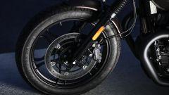 Moto Guzzi V7 III Black Pack, il freno a disco anteriore