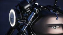 Moto Guzzi V7 III Black Pack, illumina la notte