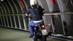 Moto Guzzi V7 III Black Pack, vista da dietro