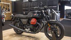 Moto Guzzi V7 III carbon: nei concessionari la versione speciale - Immagine: 2
