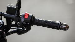 In sella a una diva: Moto Guzzi V7 III Racer limited edition - Immagine: 11