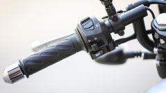 Moto Guzzi V7 III Racer: semimanubrio sinistro