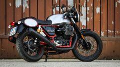 Moto Guzzi V7 III Racer: vista 3/4 posteriore