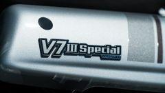 Moto Guzzi V7 III Special 2019: dettaglio del fianchetto
