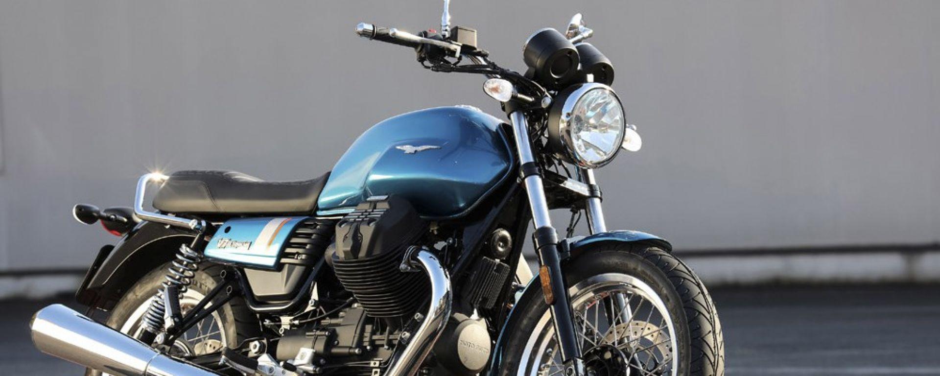 novit moto moto guzzi v7 iii stone e special ecco i prezzi motorbox. Black Bedroom Furniture Sets. Home Design Ideas