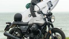 Moto Guzzi V7 Limited: serie limitata tra tavole e onde - Immagine: 6