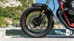 Moto Guzzi V7 Racer 10° Anniversario: dettaglio della ruota anteriore