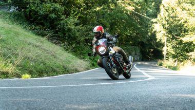 Moto Guzzi V7 Racer 10° Anniversario: il cupolino ricorda le Café Racer
