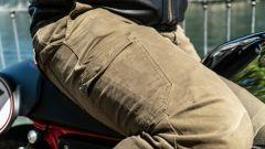 Moto Guzzi V7 Racer 10° Anniversario: l'abbigliamento, i pantaloni Tucano Urbano Leo Cargo