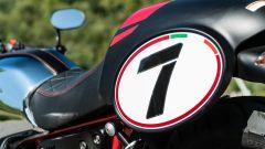 Moto Guzzi V7 Racer 10° Anniversario: torna il n°7 nella tabella sulla coda
