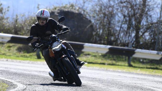 Moto Guzzi V7 Stone 2021: la prova