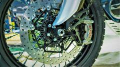 Moto Guzzi V85: dettaglio del doppio disco anteriore