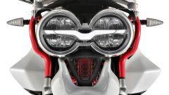 Moto Guzzi V85: dettaglio del doppio proiettore