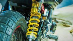 Moto Guzzi V85: dettaglio del mono Ohlins posteriore