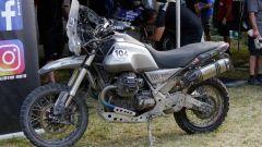 Moto Guzzi V85 TT in fuoristrada con la preparazione G Corse