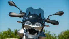 Moto Guzzi V85 TT, il gruppo ottico anteriore