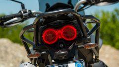 Moto Guzzi V85 TT, il gruppo ottico posteriore