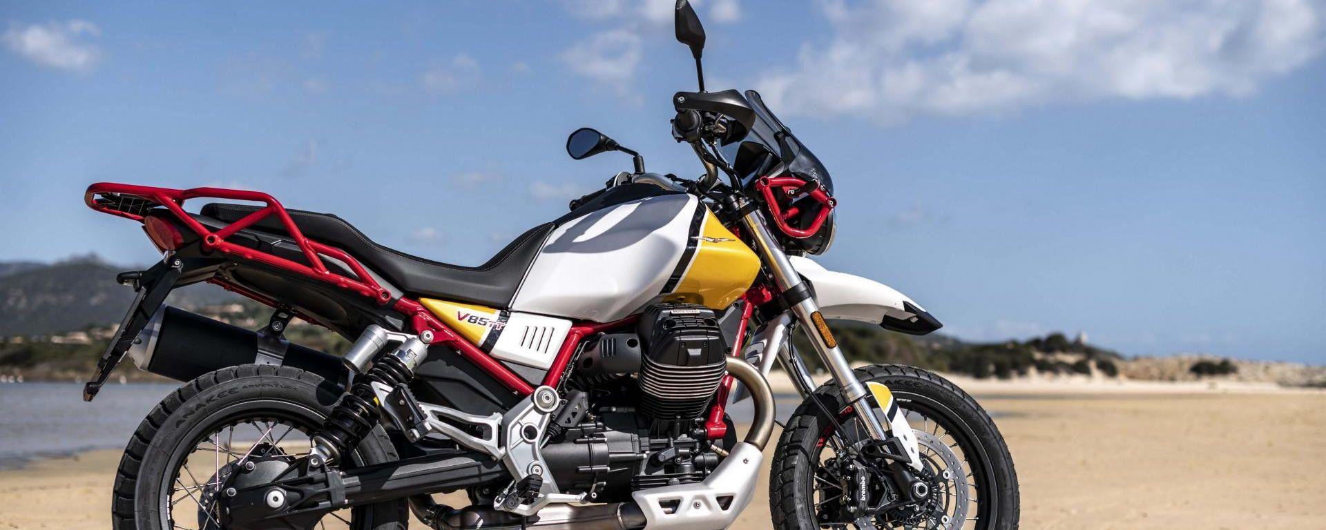 Moto Guzzi V85 TT: la crossover italiana con una vivace colorazione gialla/bianca