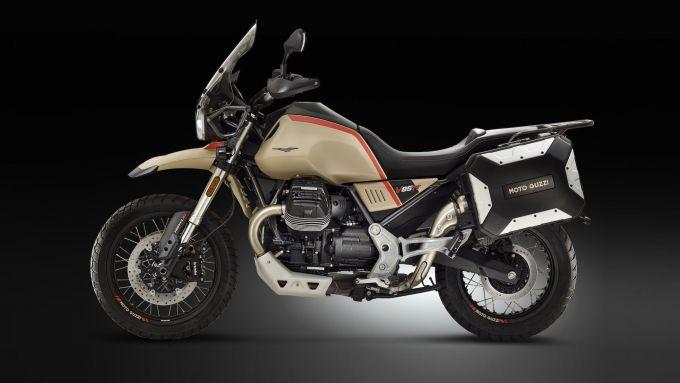 Moto Guzzi V85 TT Travel: in evidenza parabrezza Touring e valigie