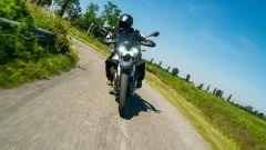 Moto Guzzi V85 TT: un bel frontale dinamico durante la nostra prova