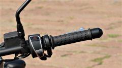 Moto Guzzi V9 Bobber Sport: i comandi del blocchetto di destra